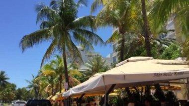 The famous Ocean Drive Avenue in Miami Beach — Stock Video
