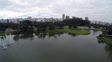 Flying over Ibirapuera Park in Sao Paulo — Stock Video