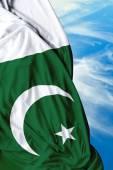 Bandera que agita paquistaní en un hermoso día — Foto de Stock