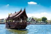 Boat at Chao Phraya river in Bangkok, Thailand. — Stock fotografie