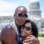 Bella coppia cubana a L'Avana, Cuba — Foto Stock #78445200