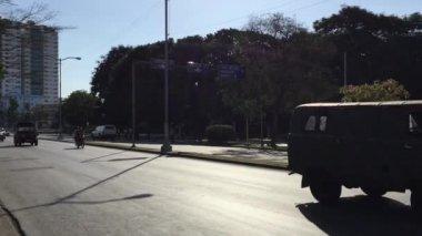 Cars on Vedado district in Havana, Cuba — Stock Video