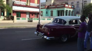 Old Cars on Vedado district — Stock Video