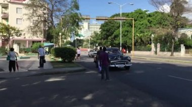 Old Chevrolet on Vedado district — Stock Video
