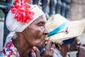 Cubans women smoking cigar and looking at camera — Stock Photo