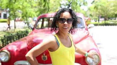 Cute Cuban woman on a old car in Havana, Cuba — Stock Video