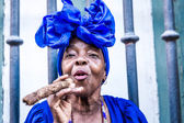 Cuban woman smoking in Havana, Cuba — Stock Photo