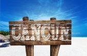 Panneau en bois de Cancun sur la plage — Photo