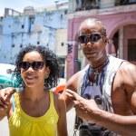 Ritratto di una coppia cubana a L'Avana, Cuba — Foto Stock #79166402