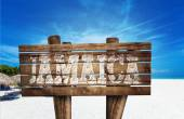 Ямайка деревянный знак на пляже — Стоковое фото
