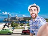 Tourist taking a selfie photo in Havana, Cuba — Stock Photo