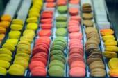 Rows of colorful  macaroons — Zdjęcie stockowe