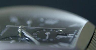 Hombres de lujo reloj con cristal de zafiro. — Vídeo de Stock