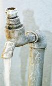 Кран проточной воды — Стоковое фото