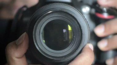 デジタル一眼レフ カメラのレンズの焦点および制御 — ストックビデオ
