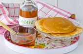 Agave syrup and a plate of pancakes. — Stock Photo