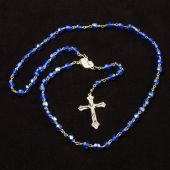 Holy rosary with Christian cross isolated on the dark background — Foto Stock