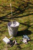 Early spring gardening equipment for tree whitewashing — Stock Photo
