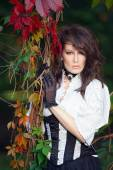 Mysterious woman in Victorian dress among the autumn leaves — Stock fotografie