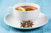 Aromatic tea with cloves — Stock Photo