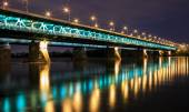 Highlighted bridge at night and reflected in the water.Bridge Gd — Stock Photo