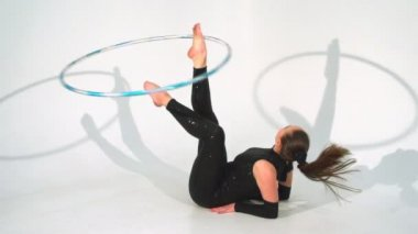 Spinning acrobat beautiful hula hoops in slow motion — Stock Video