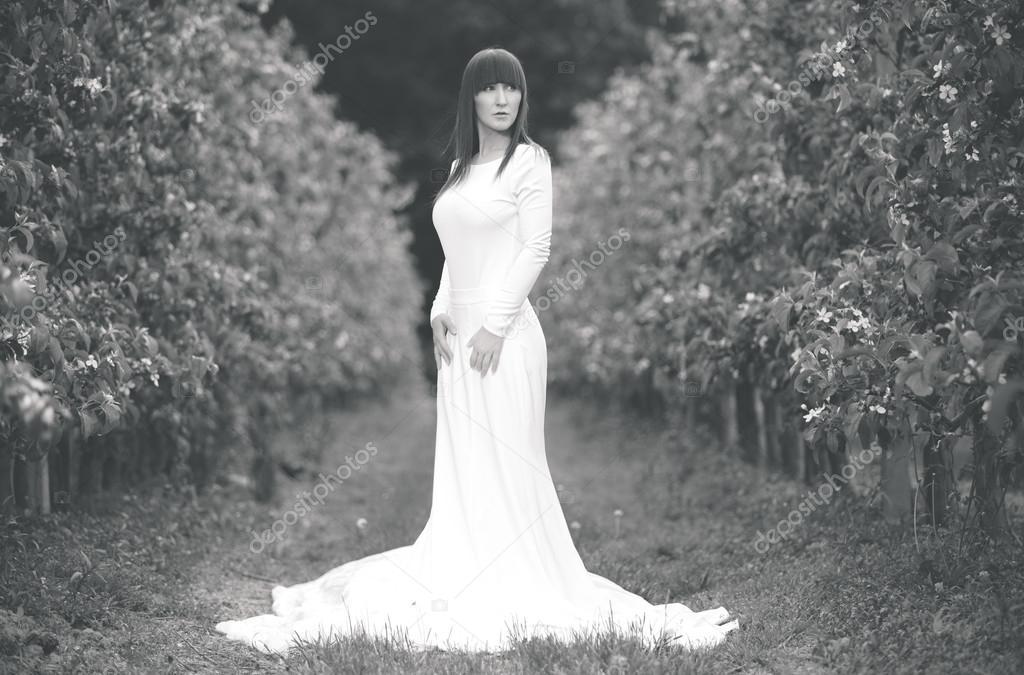 Слушать песню в белом платье с поясом