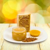 Honey, honeycomb and pollen on the table — Stock Photo