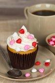 Chocolate Valentines Day cupcake — Stock Photo