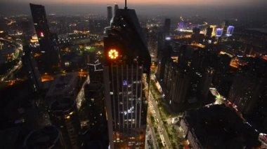 Nacht-Blick auf die Brücke und die Stadt in shanghai china — Stockvideo
