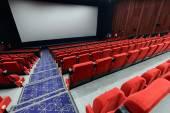 Cinema vuoto con sedili rossi — Foto Stock
