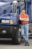 Man standing next to truck — Stock Photo