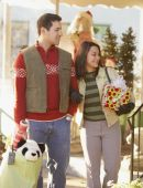 Couple Christmas shopping — Stock Photo