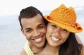 Couple hugging at beach — Stock Photo