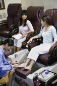 Two women receiving pedicures — Stockfoto