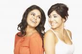 Hispanic adult sisters — Stockfoto