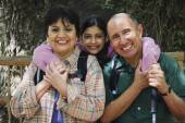 Hispanic family backpacking — Stock Photo