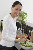 African woman making salad in kitchen — Foto Stock