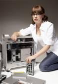 Hispanic woman installing computer hardware — Stock Photo