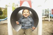 Young boy in slide — Stock fotografie