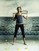 Vrouw met tennis — Stockfoto