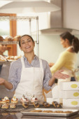 Woman working in bakery — Stock Photo