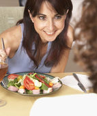 Hispanic woman eating salad — Stock Photo