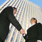 Hispanic businesspeople shaking hands — Stock Photo