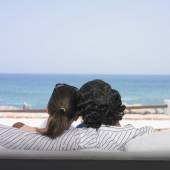 Hispanic couple looking out over ocean — Photo