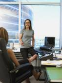 Hispanic businesswomen talking — Stock Photo