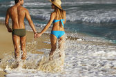 Couple walking on beach — Stock Photo