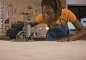 African American woman cutting wood — Zdjęcie stockowe