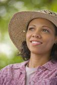 African American woman wearing straw hat — Foto Stock