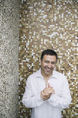 Hispanic man in front of tile wall — Stock Photo